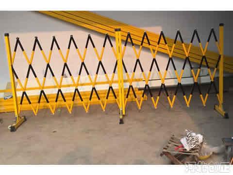 黑黄相间必赢亚洲管式伸缩围栏